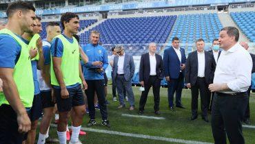 Губернатор Андрей Бочаров встретился с игроками команды «Ротор».